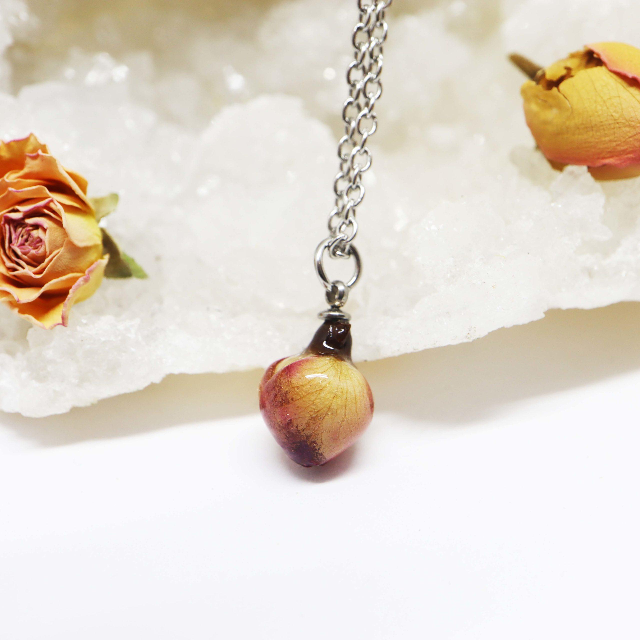 collier bouton de rose