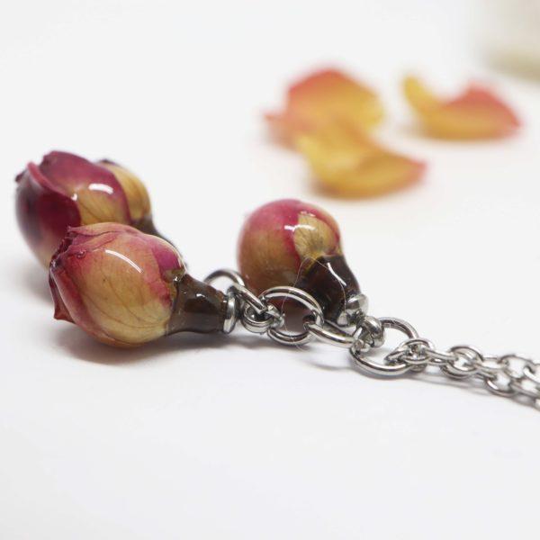collier trois boutons de rose