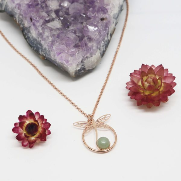 collier libellule or rose