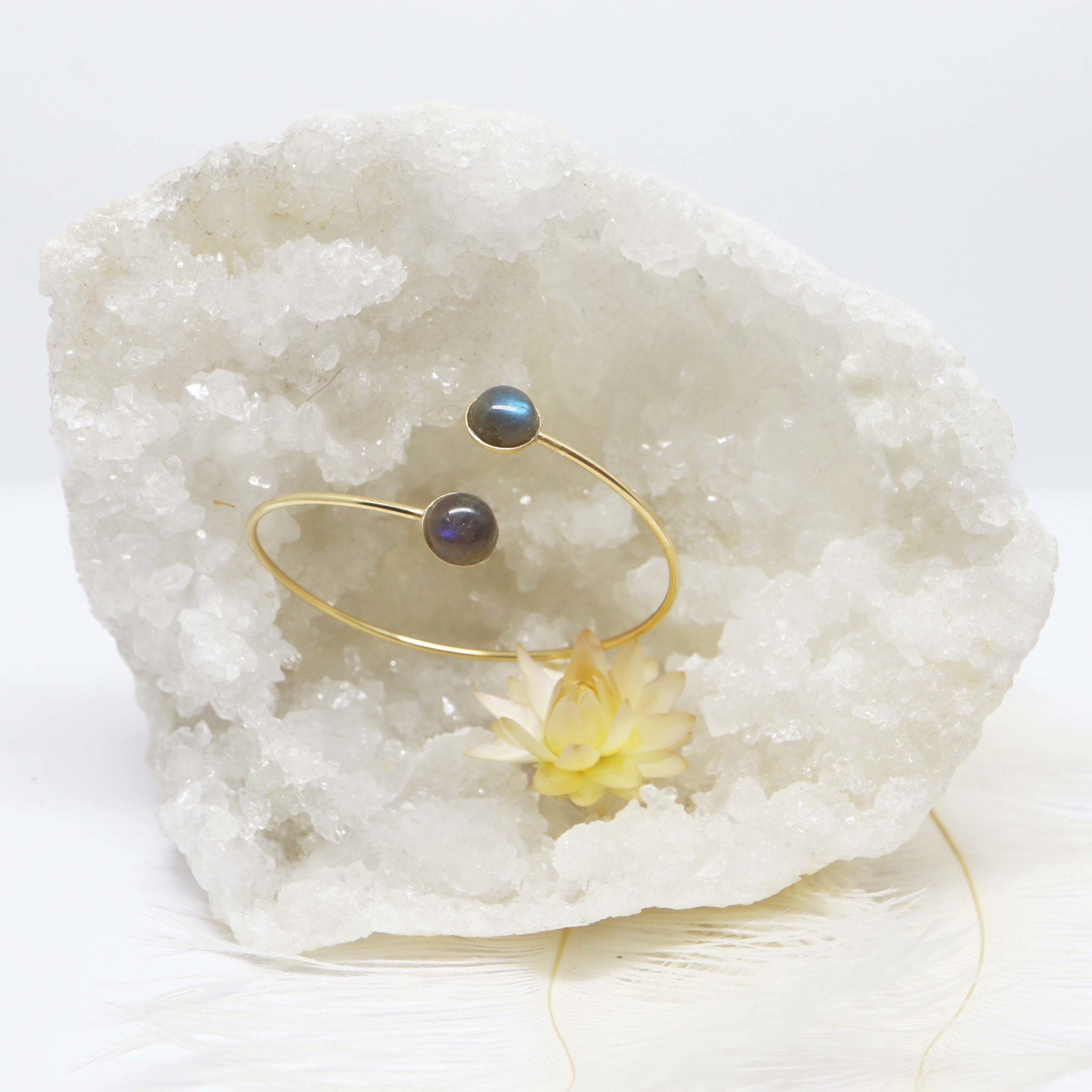 bracelet rigide or jaune grande pierre