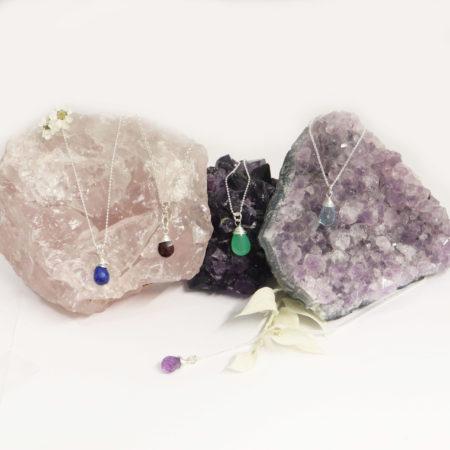 Collier goute en pierre